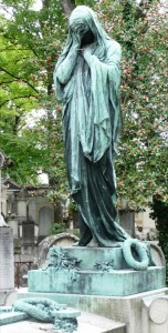 pere lachaise famous weeping woman angle 3